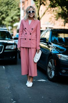 The Best Street Style At New York Fashion Week SS18 #refinery29 http://www.refinery29.uk/2017/09/171605/new-york-fashion-week-street-style-spring-2018#slide-64