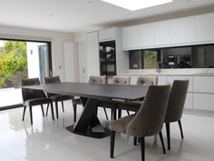 Victoria extendable table in Dekton Laos with graphite legs, with Florida chairs. Kitchen Tables, Dinning Table, Dining Area, Internal Design, Dining Room Design, Laos, Graphite, Contemporary Design, Wealth