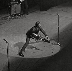 CLÁSICOS DEL ROCK Y BLUES de los años 1950s y 1960s. Todos los martes a la mañana. Visita www.radiodelospueblos.com  y escúchanos por internet !!! Chuck Berry