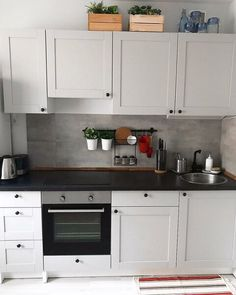 6 ideas for choosing or relooking your kitchen credenza - My Romodel Kitchen Pantry, New Kitchen, Kitchen Storage, Kitchen Cabinets, Ikea Small Kitchen, Knoxhult Ikea, Functional Kitchen, Kitchenette, Kitchen Styling