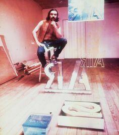 """A Casa Daros apresenta a exposição """"Rubens Gerchman: com a demissão no bolso"""", em cartaz de 9 de agosto a 8 de fevereiro de 2015, com entrada franca."""