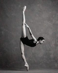 <<Natasha Sheehan (San Francisco Ballet) # Photo © Karolina Kuras>>