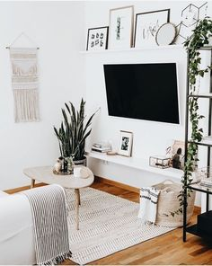 57 Impressive Small Living Room Ideas For Apartment. Are you looking for interior decorating ideas to use in a small living room? Small living rooms can look just as attractive as large living rooms. Living Room Tv, Living Room Colors, Small Living Rooms, Home And Living, Modern Living, Tv Room Small, Cozy Living, Simple Living Room Decor, Tv Wall Ideas Living Room
