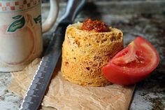 Sun Dried Tomato Pesto Mug Cake - Low carb & vegetarian Low Carb Mug Cakes, Low Carb Desserts, Low Carb Recipes, Ketogenic Recipes, Healthy Recipes, Sundried Tomato Pesto, Single Serve Desserts, Mug Recipes, Recipies