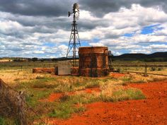 Love this rusty old rainwater tank. It just personifies the Outback spirit!
