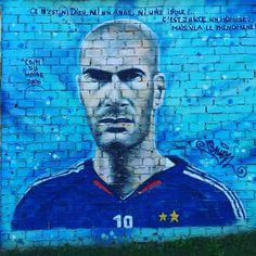 #zz #zidane #zinedinezidane by @espion_graff #espiongraff #10 #france #lesbleus #allezlesbleus #missyou @equipedefrance #euro2016 #frasui  #streetart #streetartist #bombing #spray  Rue Parmentier #montreuil