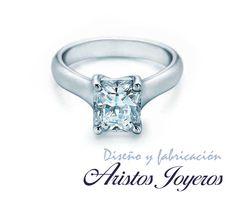 Elegante anillo solitario de diamante princess en oro blanco 14kl #Diamantes #Exclusividad #Elegancia