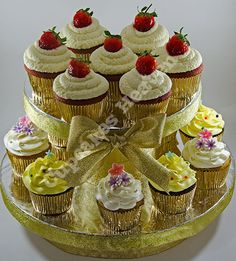red velvet and swirl cupcakes