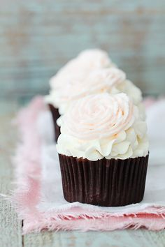 Valentine's Cupcakes ~ Vanilla buttercream roses made easy with this tip . . .