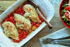 Peitinhos de frango recheados com queijo e manjericão