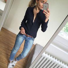 Kiss Kiss #ootd#dailylook#dailyoutfit#igers#igfashion#iglook#fashion#fashionpost#fashiondiaries#whatimwearing#mylook#mystyle#comfystyle chemise#mango jean#zara ceinture#sessun baskets#crimelondon