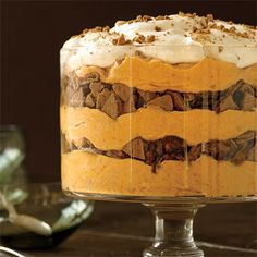 Spiced Pumpkin Mousse Trifle Absolutely perfect for Thanksgiving.THAT trifle i would eat! Trifle Desserts, Fall Desserts, Just Desserts, Delicious Desserts, Dessert Recipes, Yummy Food, Trifle Cake, Light Desserts, Dessert Ideas