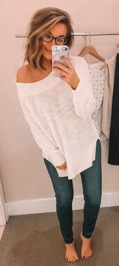 Lovely Summer Outfits To Copy Right Now white sweater and blue jeans Trendy Outfits, Fall Outfits, Summer Outfits, Cute Outfits, Fashion Outfits, Fashion Tips, Sweater Weather, Trendy Swimwear, Look Cool