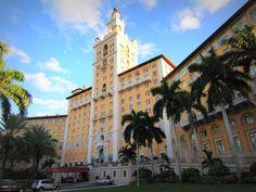 """En 1924, el promotor inmobiliario Merrick se unió a John McEntee Bowman, magnate del Hotel Biltmore, en el apogeo del boom inmobiliario de la Florida para construir """"un gran hotel y centro de deportes y la moda."""