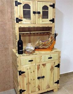 The whole reclaimed wood pallet custom sideboard is of skin color that is the original color of the pallets and it can be colored in any color according to the furniture items placed in the surrounding. The handles are of black color and the color combination is looking nice.
