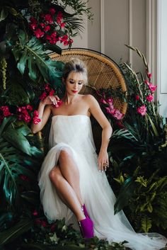 Aloha Tropical Wedding Inspiration | Wedding ideas | Fuchsia Pink & Greenery Colour Scheme | Rebecca Goddard Photography | http://www.rockmywedding.co.uk/tropics-in-the-city/