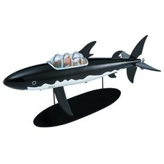 Amazon.com: Moulinsart Tintin: The Shark Submarine Limited Numbered Edition Resin Figurine: Toys & Games