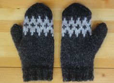 Icelandic Mittens Hand Knit with Black Sheep by Waysofwoodfolk
