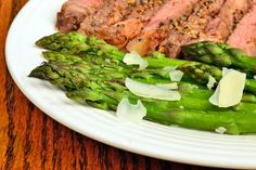 Steaming asparagus is the fastest method to cook this spring vegetable. Steaming only requires a small amount of water to come to a boil, which happens faster than a pot of water or boiling the asparagus. Steamed Asparagus, Salmon And Asparagus, How To Cook Asparagus, Asparagus Recipe, Slow Cooker Lemon Chicken, Steamer Recipes, Grilled Steak Recipes, Salmon Burgers, Vegetables