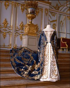 """Court gown belonging to Grand Duchess Ksenia Alexandrovna (sister of Nicholas II), late 19th - early 20th century. Photo: Collection of the State Museum """"Tsarskoye Selo."""" Via the Tsarskoye Selo State Museum-Preserve on Facebook."""
