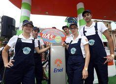 Dopo Bari e Milano, anche Bologna ha ospitato lo stand di Enel in piazza XX settembre, da venerdì 21 a domenica 23, richiamando la curiosità e l'interesse di chi per la prima volta ha potuto fare dei test drive sulle vetture e sulle biciclette a pedalata assistita - http://enelsharing.enel.com/fonte/anche-a-bologna-la-mobilita-e-elettrica-con-enel-drive/#sthash.EPJG4vZH.dpuf