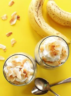 Coconut Banana Chia Seed Pudding - A super EASY dessert recipe that's indulgent and healthy for you! Coconut chia pudding that's layered with sliced of banana! Vegan/Gluten Free/Refined Sugar Free!
