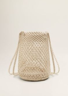 Discover the latest trends in Mango fashion, footwear and accessories. Shop the best outfits for this season at our online store. Beaded Purses, Beaded Bags, Different Crochet Stitches, Mango Outlet, Net Bag, Crochet Fabric, Macrame Bag, Macrame Patterns, Filets