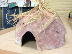 Hut papier mache African Safari, African Art, Cultures Du Monde, Cultural Crafts, Small World Play, Iron Age, Ancient History, Early Childhood, School
