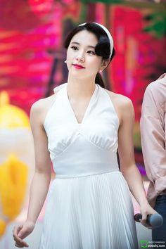 Hi Princess White Red Curls, Brown Curls, Blonde Curls, Extended Play, Nayeon, Elegant Bun, Pigtail Braids, Dahyun, Honey Colour