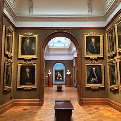 21 Cheap Date Ideas In London National Gallery, National Portrait Gallery, Trafalgar Square, Night Aesthetic, Aesthetic Art, Cheap Date Ideas, London Travel, Art And Architecture, Museum Architecture