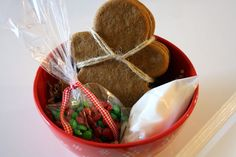DIY Gingerbread Man Kits - fun gift idea - Christmas classroom gift for the kids maybe??