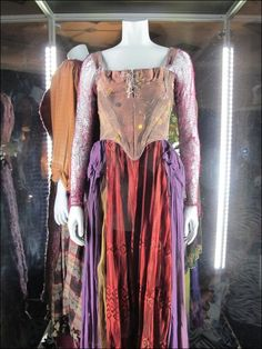 This costume was worn by Sarah Jessica Parker as Sarah Sanderson in the 1993 film Hocus Pocus. When watching the film, it is obvious that several copies of the costume were made for Parker, as the. Hocus Pocus Halloween Costumes, Creepy Costumes, Theatre Costumes, Movie Costumes, Awesome Costumes, Witch Costumes, Best Halloween Movies, Halloween 2019, Halloween Party