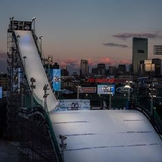 When you think of Fenway Park in Boston you may think of Baseball but in a few minutes snowboarders will be taking over for the Grand Prix #BigAirFenway. Theres a live stream on www.nbcsports.com at 8:30pm EST. Photo: @coletaco #twsnow
