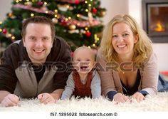 Bild - familie, mit, ihr, sechs, monat, jährige, baby, an, weihnachten. Fotosearch - Suche Stockfotos, Bilder, Print Fotos und Foto-Clipart