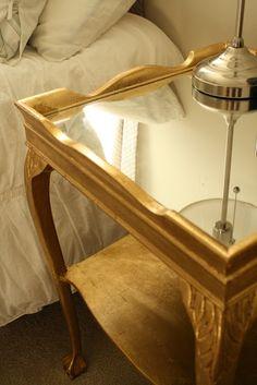 Boa ideia, substituir o marmore por vidro. Otima para reciclar a mesa de centro…