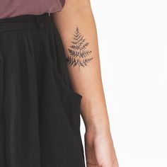 The detail in this Tattly is unbe-leaf-able!
