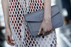 Fashion Week in Paris: Kollektion der französisch-kambodschanischen Designerin Christine Phung (Bild: epa)