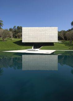 Image 2 of 22 from gallery of Galeria Adriana Varejao / Tacoa Arquitetos. Photograph by Eduardo Eckenfels