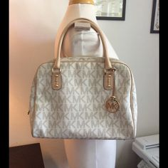 """Gorgeous and Authentic Michael Kors large bag.  New with out tags!! Gorgeous and Authentic Michael Kors large bag, with code inside, beige MK leather, genuine tan leather straps, beige signature MK fabric inside, gold metals. Great Condition, clean, no tears, no scratches, worn once. 11"""" X 15"""" X 6"""" Large Bag.  -No trades. -No holds. -No more discounts for this bag, It is not easy to find good prices for reselling, do not ask for lower prices Please.  Click the listings to see the boutique…"""