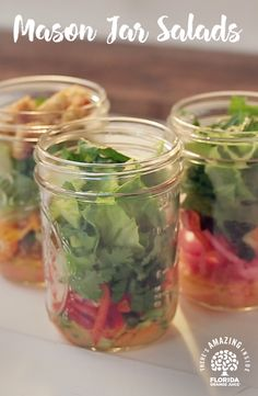 For a healthier lunch on the go ? try our Mason Jar Salads to take to work or school. Mason Jar Meals, Meals In A Jar, Mason Jars, Salad In A Jar, Soup And Salad, Pasta Salad, Salad Chicken, Healthy Salads, Healthy Eating