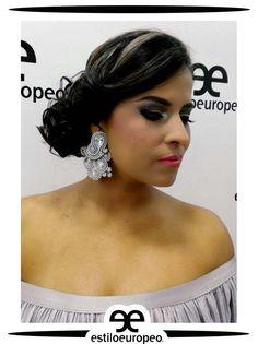 Elige un recogido lateral para ese momento especial, es sencillamente elegante, te da un efecto de altura y elegancia y te destacarás entre todas las asistentes Te esperamos Programa tus citas: 3104444 - 3015403439 Visítanos: Cll 10 # 58-07 Sta Anita . . . #Peluquería #Estética #SPA #Cali #CaliCo #PeluqueríaEnCali #PeluqueríasEnCali #BeautyHair #BeautyLook #HairCare #Look #Looks #Belleza #Caleñas #CaliPeluquería #CaliPeluquerías #SpaCali #EstéticaCali #MakeUp #CámarasDeBronceo…
