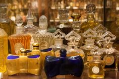 Antique Guerlain bottles displayed at the Barcelona Perfume Museum (Museu del Perfum) « Bois de Jasmin