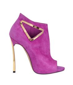 CASADEI 120MM BLADE TRIANGLE CUT OUT SUEDE BOOTS features a 120mm Gold color metal Blade heel, 10mm Internal platform, side zip, open toe, cut out with gold color metal detail and leather sole By Chalany High Heels|September 8, 2014| $ 1070 Buy Related PostsGIUSEPPE ZANOTTI 120MM JEWELED CHAIN VELVET SANDALSEMILIO PUCCI 110MM BELTED STUDDED CALF LEATHER BOOTSGIUSEPPE ZANOTTI 115MM PATCHWORK …
