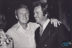 Steve McQueen and Robert Wagner Vintage Hollywood, Classic Hollywood, Hollywood Party, Steeve Mac Queen, Steve Mcqueen Style, The Towering Inferno, Stephanie Powers, American Legend, Celebrities