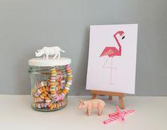 Jaa deze leuke potjes kunnen natuurlijk ook als snoeppot! Net een feestje zo. De flamingo kaart komt uit een set kaarten van 4 met meer flamingo's.