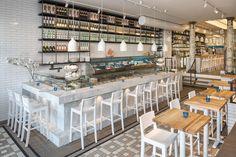 Op donderdag 19 maart jl. is de tweede vestiging van The #Seafood bar Spui geopend in Amsterdam. Na het succes van de eerste vestiging in de Van Baerlestraat besloot eigenaar Fons de Visscher uit te breiden met een tweede #restaurant aan het Spui. Vanwege de omvang van de nieuwe vestiging werd #designbureau ESTIDA ingehuurd voor de realisatie van het project.