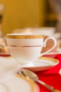 Răsfață-te cu un set de cești care aduce casei tale o notă regală cu care dorești să îți întâmpini musafirii! Te așteptăm la Nobila Casa să descoperi toate seturile de cești din porțelan fin! Tableware, Home Decor, Magick, Shelf, Dinnerware, Decoration Home, Room Decor, Tablewares, Dishes