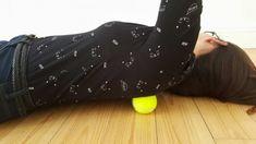 Wykorzystaj piłeczki tenisowe, aby ulżyć sobie w cierpieniu. Koniec z bólami pleców i nie tylko