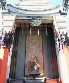 grauman's chinese theatre : hollywood