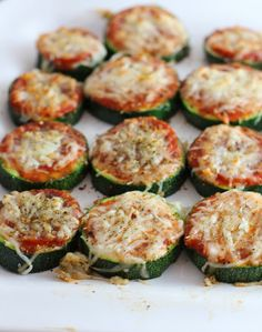 Healthy Zucchini Pizza Bites {carmens kitch}